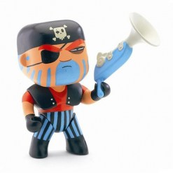 dj6801_arty_toy_pirate_jack_skull